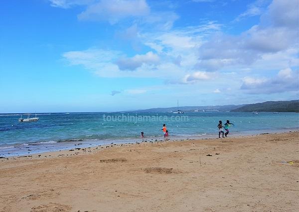 Der Mammee Bay Beach liegt in einer geschützen Wohnanlage bei Ocho Rios und ist darum nicht zu überlaufen.