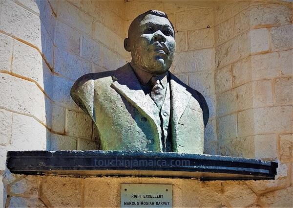 Marcus Garvey ist als Erster zum Nationalheld Jamaikas geehrt worden und hat ein Monument im National Heroes Park in Kingston.