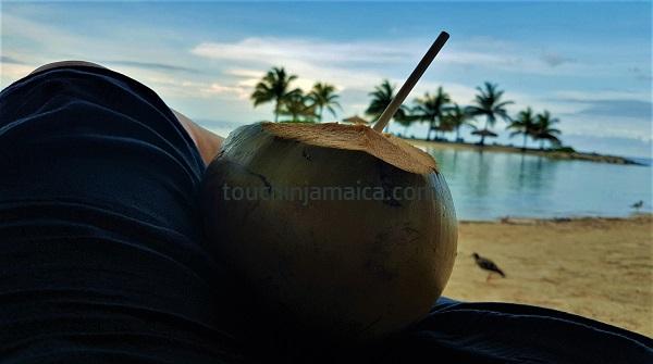 Coconut-Water. Sowieso der gesündeste Snack.