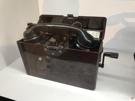 vojenský polný telefón