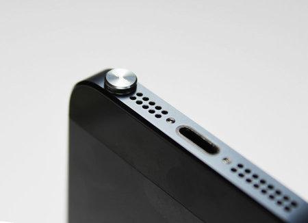 gild_design_earphone_jack_cover_4.jpg