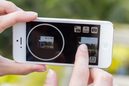 photojojo_iphone_viewfinder_2.jpg