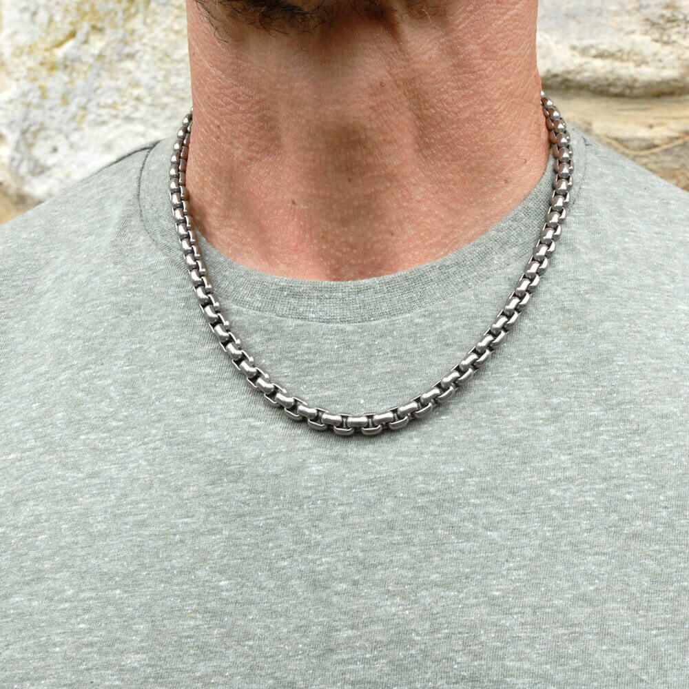 Chunky Venetian Inka chain on TouchTitanium.com Stylish, iconic and comfortable titanium necklace chain. Made from 100% hypoallergenic titanium. Made to order. Strong, lightweight and comfortable to wear. Our products are designed to fit in with your lifestyle.