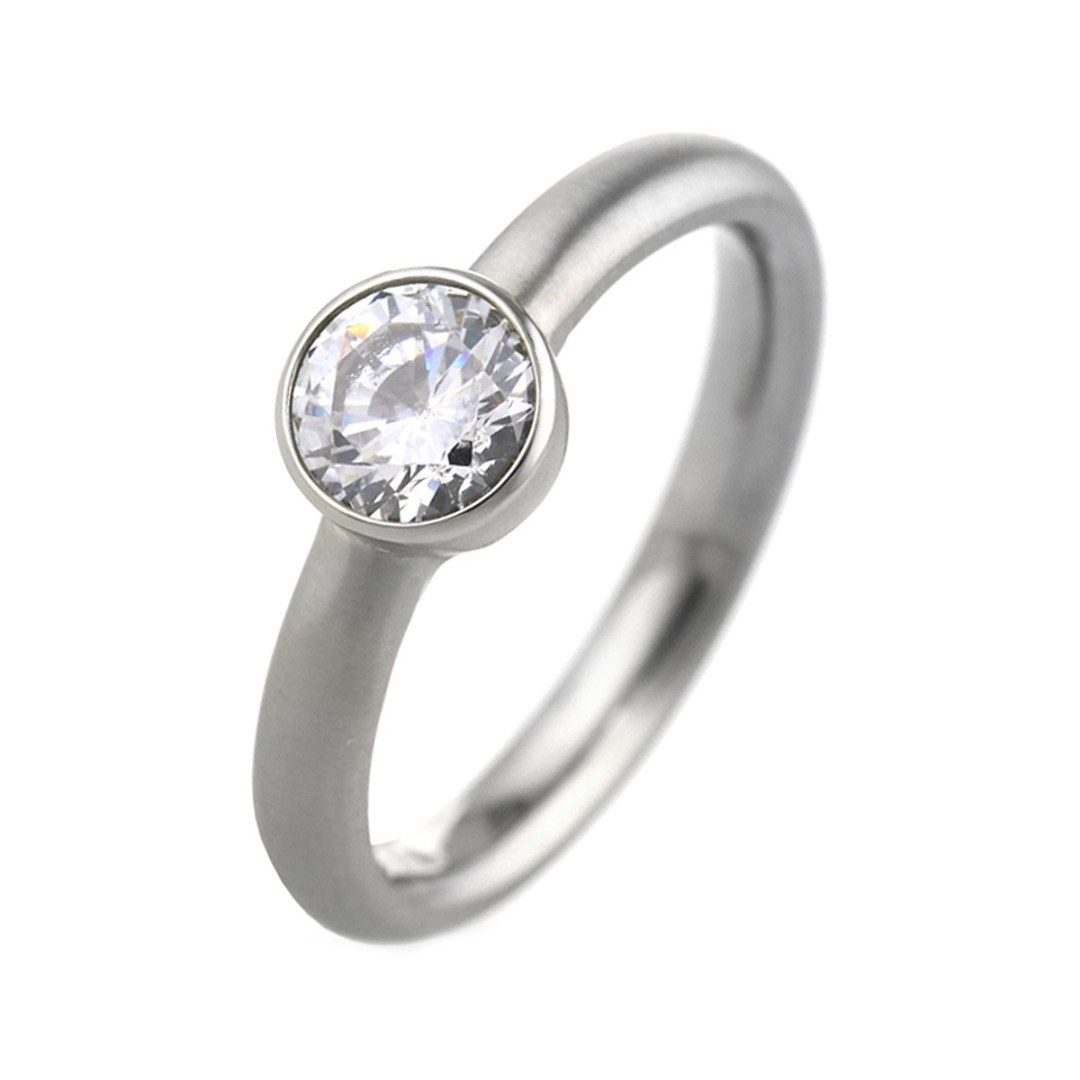 Titanium wedding ring with cubic zirconia gemstone