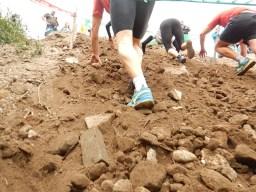 Hindernislauf Runterra 2015 Erdhügel auf der Strecke