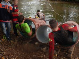 Hindernislauf Bayern, Runterra 2015, Hindernis Rohre die in den Fluß führen