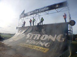 Strong Viking Obstacle Run brother edition 2015, Hindernis Storm the Castle
