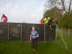 Hindernislauf England, Rat Race Dirty Weekend 2016, Hindernis Wand school daze