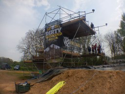 Hindernislauf England, Rat Race Dirty Weekend 2016, Hindernis Water Wipeout Sprungturm