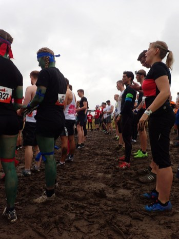 Tough Mudder, Hindernislauf NRW, beim Warm-Up