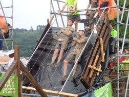 Tough Mudder, Hindernislauf NRW, Hindernis Arctic Enema 2.0 Rutsche