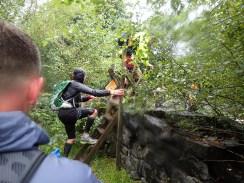 Rat Race Man vs. Mountain, Hindernislauf Wales, auf dem Weg zur Hinderniszone