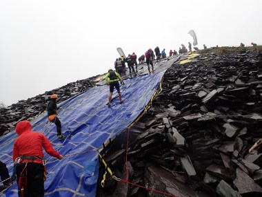 Rat Race Man vs. Mountain, Hindernislauf Wales, Hindernis Abseiling von unten
