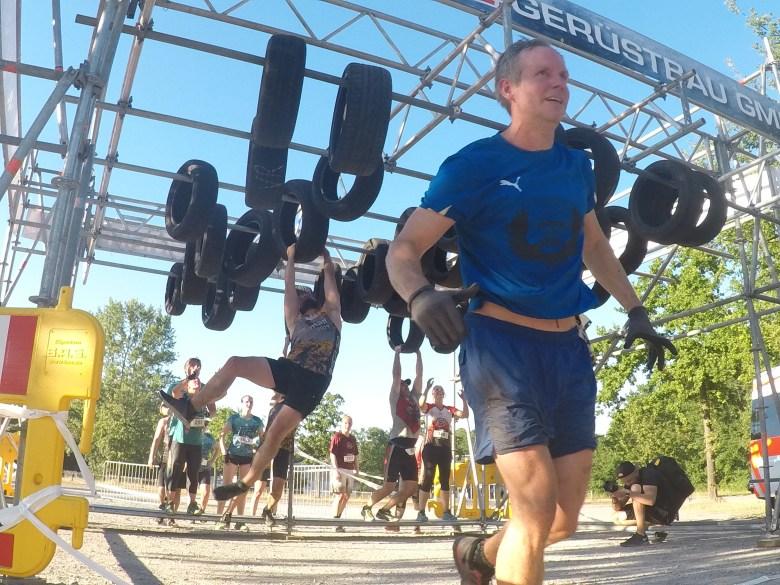 Steelman Run, Hangelhindernis mit Autoreifen