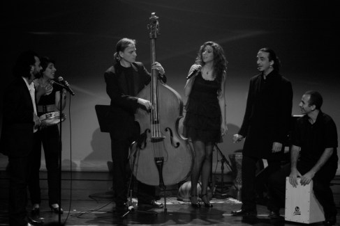 De gauche à droite : Phyras Haddad, Queen Ka, Sylvain Lafrance, Rita Tabbakh, Haykel El Hasni, Tacfarinas Kichou - Credit photo : Leslie Doumerc