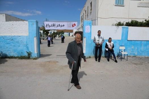 هل تنجح التجربة الديمقراطية في تونس؟