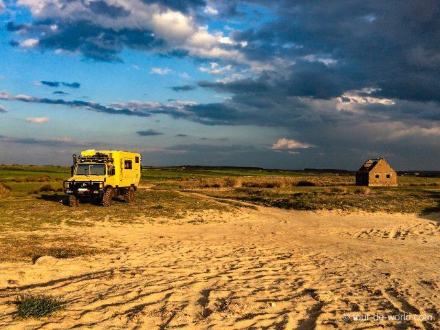 Unimog-Weltreise-Sardinien-Unimog zum VW Bus