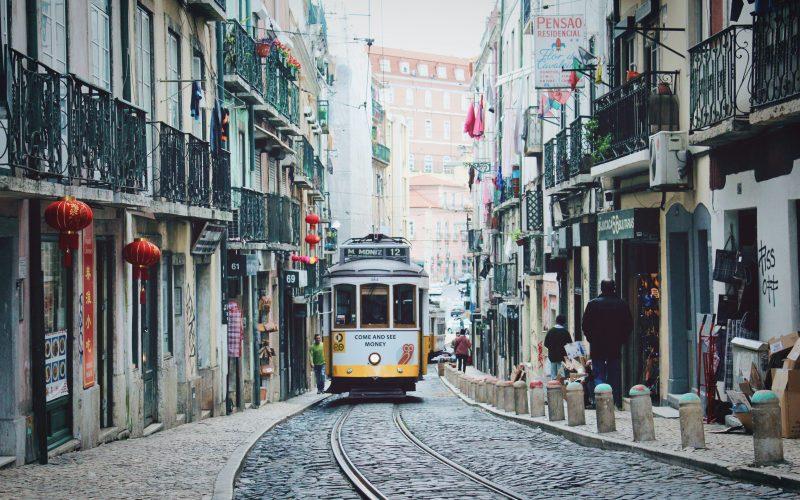 сколько брать денег в португалию