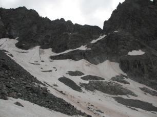Vire neigeuse descendant du col des Ecrins dans le vallon de bonnepierre