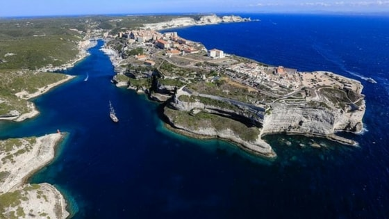 corsica-red-bull-cliff-diving-min