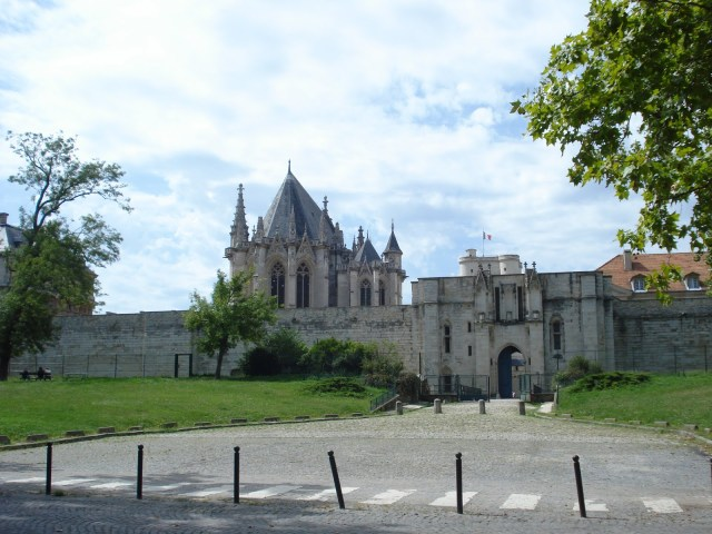Approaching Château de Vincennes and its Chapel