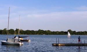 20160608_190312-boy-boats