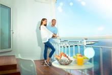 QE2_Couple balcony_High Res_preview Queen Elizabeth