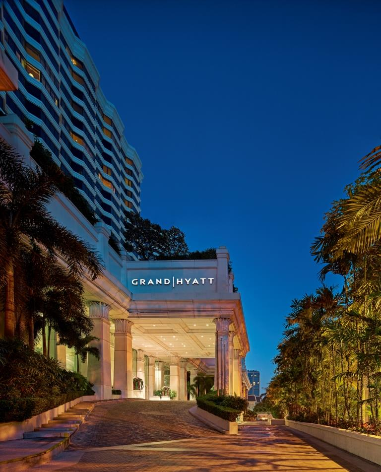 Grand Hyatt Erawan Bangkok_Exterior (night)