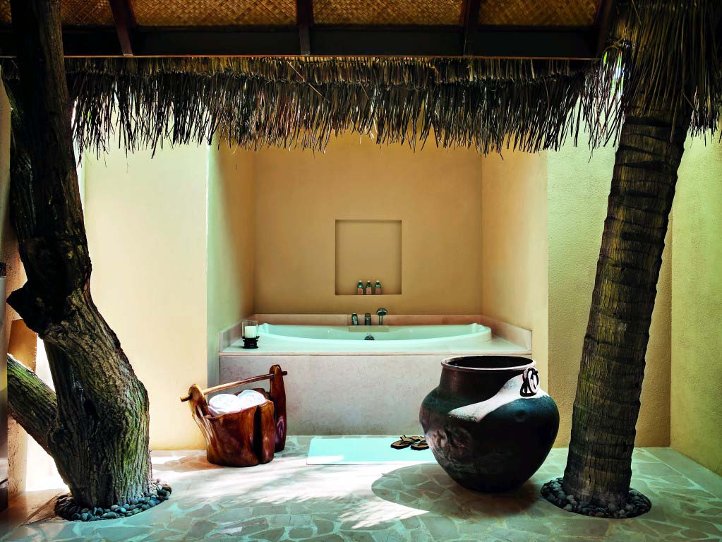 Beach Villa Suite – bathroom (9999 x 7504)