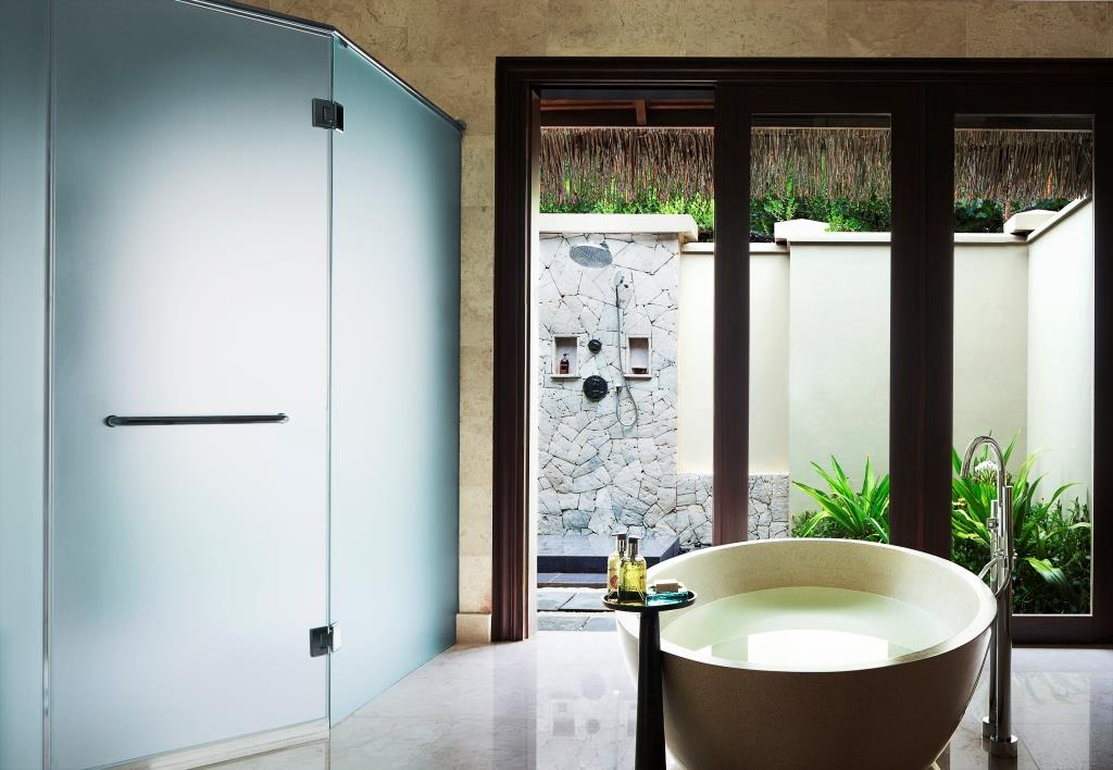 One_Bedroom_Beach_Villa_Suite_with_Pool_-_Bathroom
