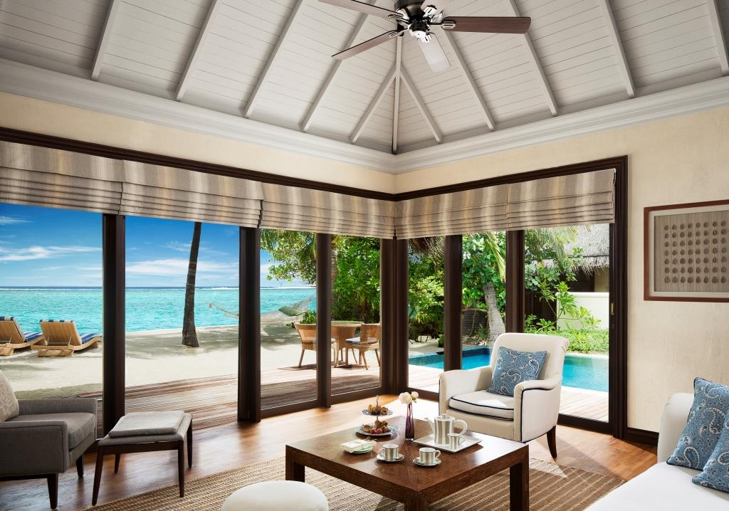 One_Bedroom_Beach_Villa_Suite_with_Pool_-_Living_Room