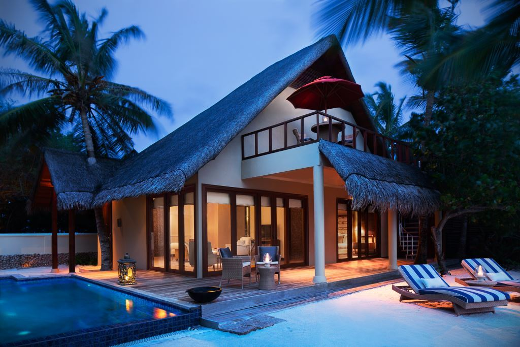 One_Bedroom_Deluxe_Beach_Suite_with_Pool