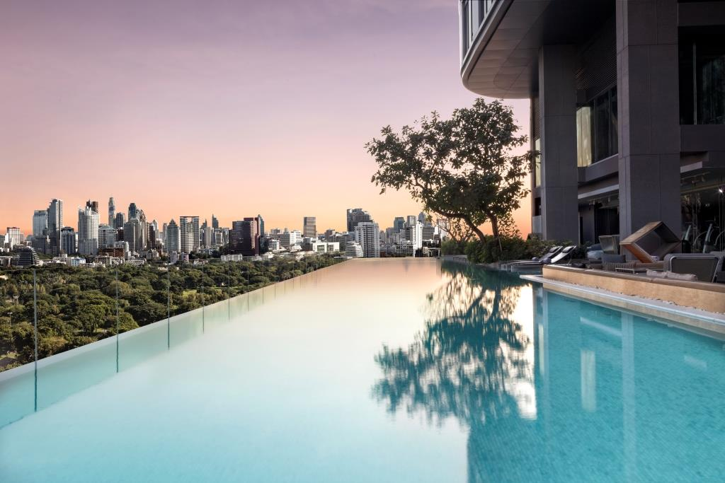 SO Sofitel Bangkok – Infinity Pool 01 (by David Dinh)