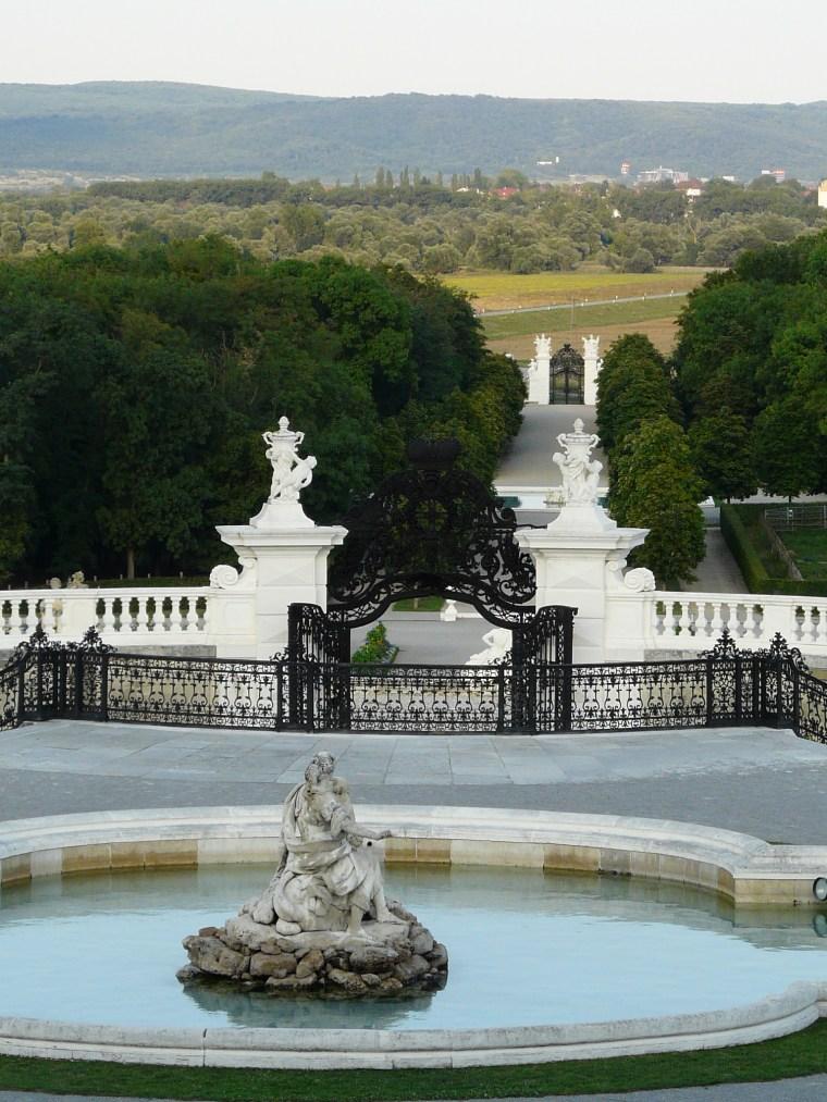 Schlosshof_Blick auf Devinska Nova Ves u Radweg zur Bruecke_KCHLADEK