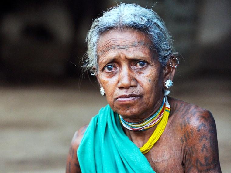 Baiga-Frau im Kanha-Tigerreservat. Angehörige der Baiga wurden 2014 aus dem Reservat vertrieben. (Foto: Survival International, 2013)