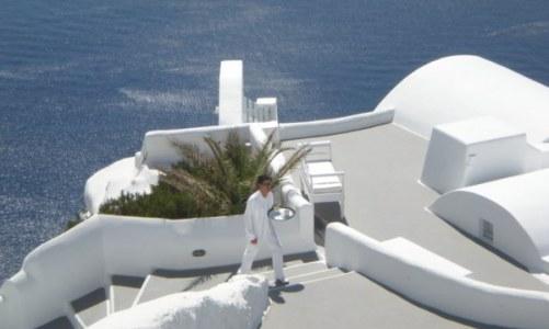 santorini-greek-island-waiter