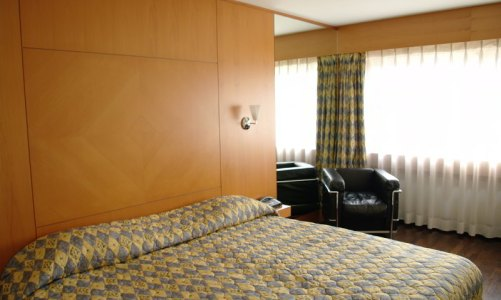 stockvault-classic-hotel-room-frhuynh