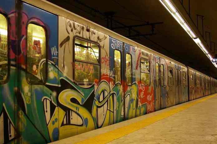 Metro rome met graffiti
