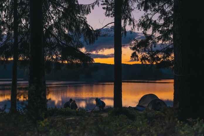 kamperen bij een meer