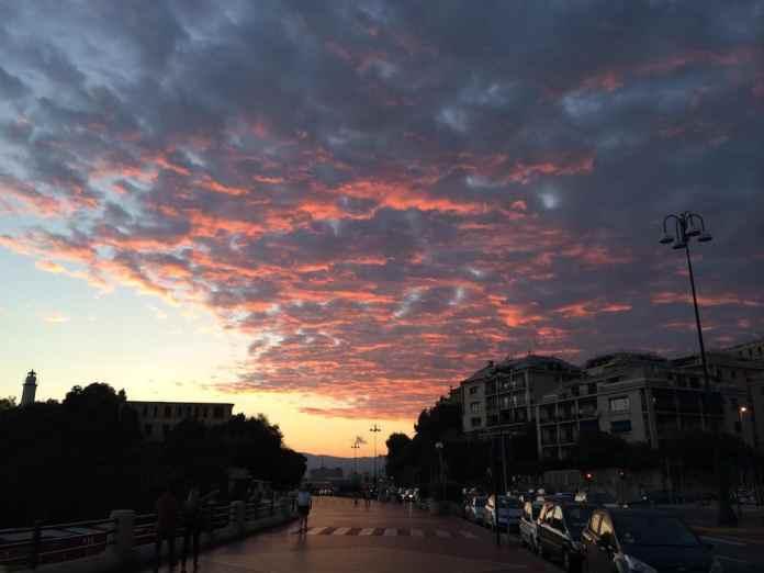 de lucht kleur roze, Genua