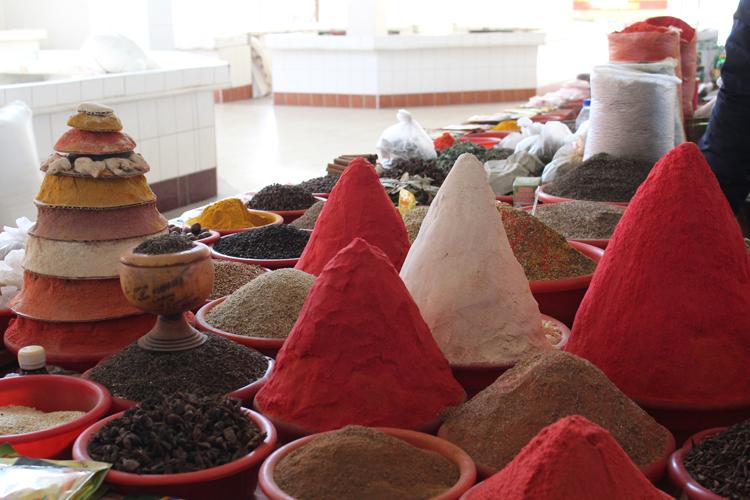 stand des épices dans les marchés en Ouzbékistan