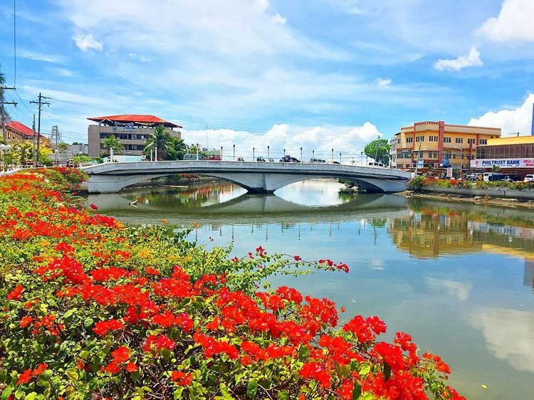 8.Roxas City Plaza