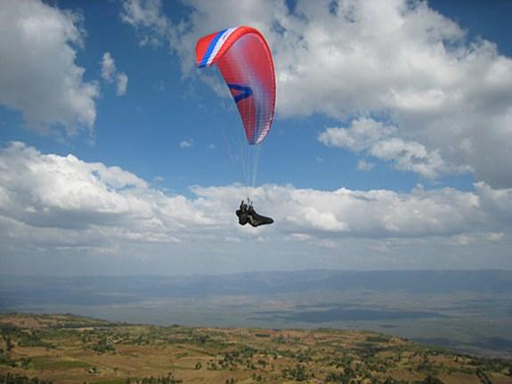 Kerio Valley Paragliding - Image: extremespots.com