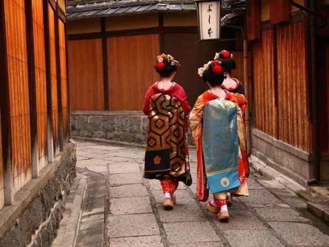 para geisha atau pelaku seni by www.city-discovery.com
