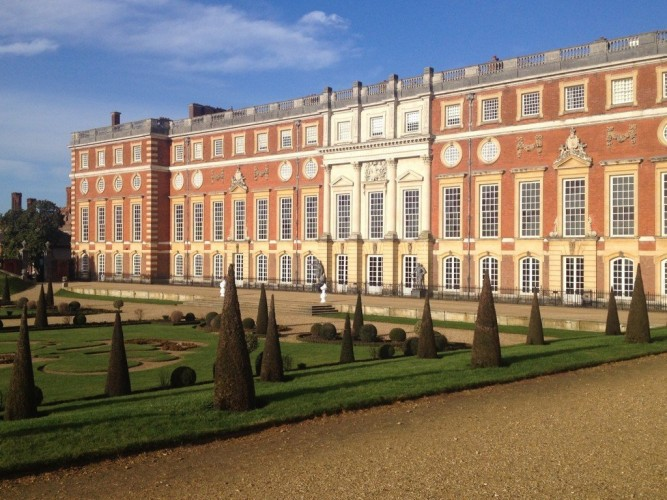 things to do in London in summer Hampton Court Palace tour