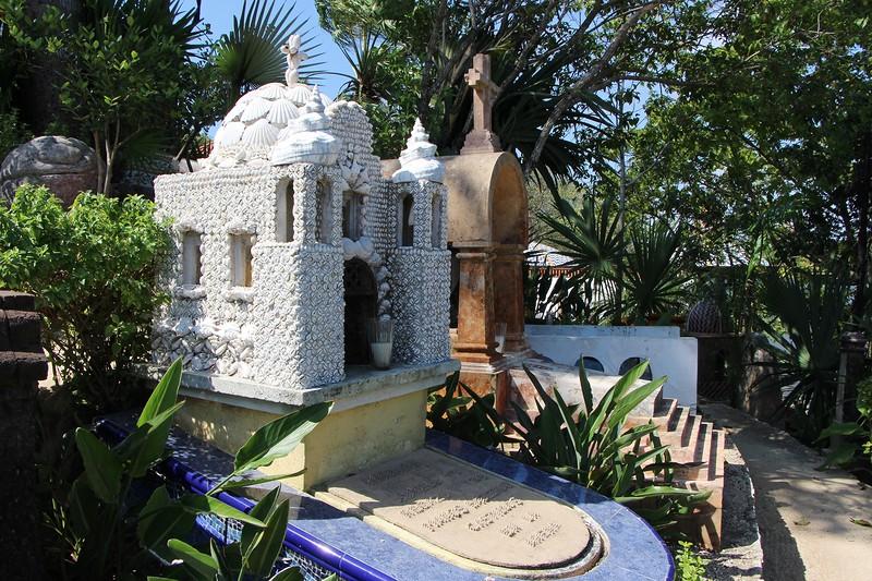 надгробие храм