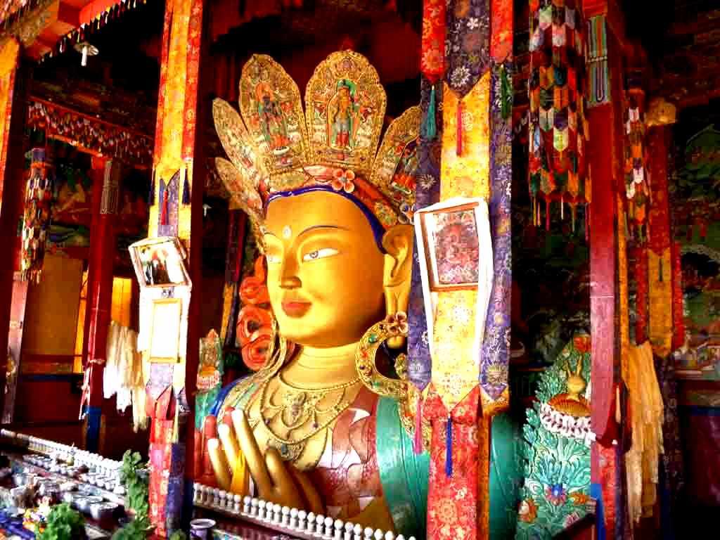изваяние будды в потале