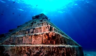 подводная пирамида