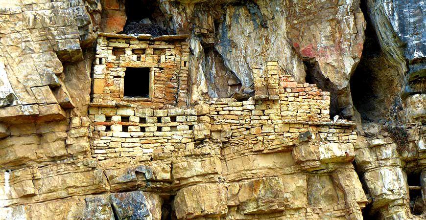скальные гробницы карахии