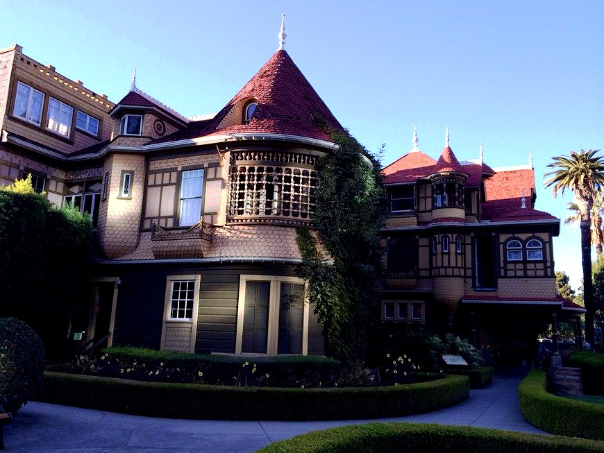 вид на дом Винчестеров